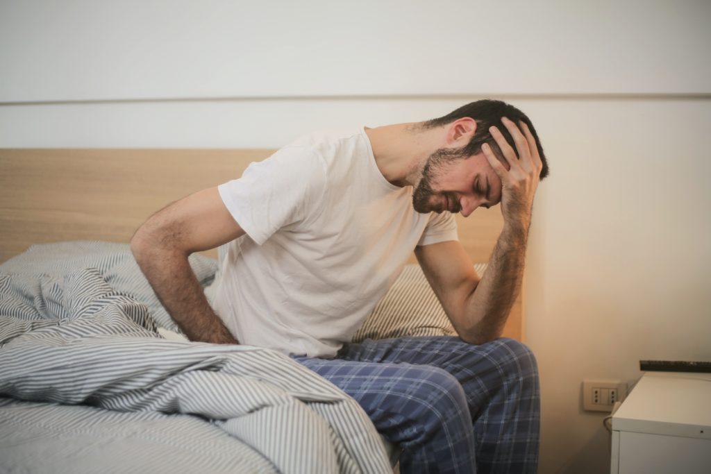 腰痛,不眠,ベット,悩み